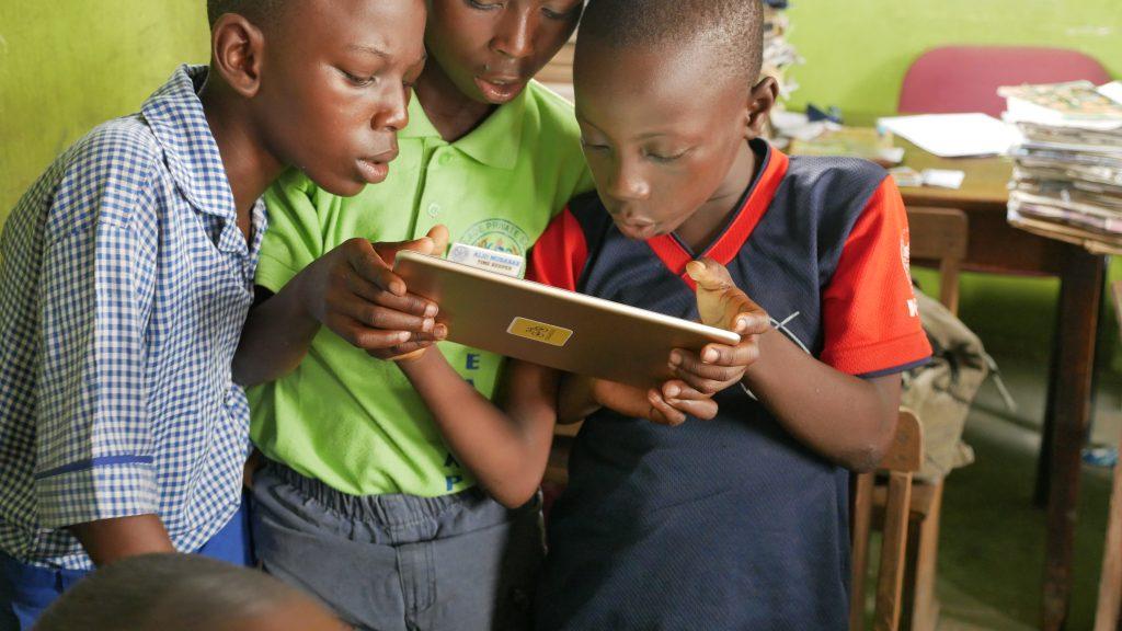 Children reading okadabooks